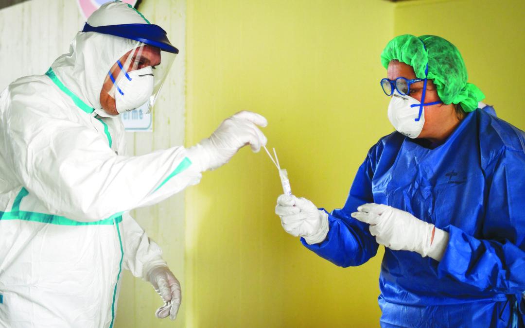 Coronavirus, in Italia rallentano i ricoveri anche se aumentano i decessi