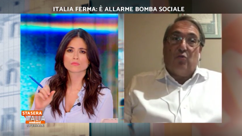 VIDEO - Il direttore Roberto Napoletano a Stasera Italia: «Proteggere con il debito l'economia altrimenti sparisce l'economia!»