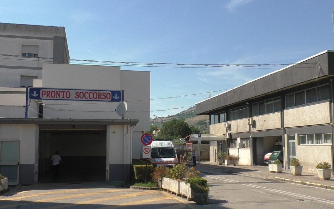 L'ospedale di Polla dove è stato ricoverato l'uomo ferito