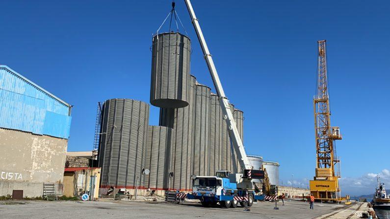 Via alla demolizione dei sette silos inutilizzati del porto di Vibo marina