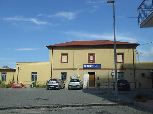 Muore un 70enne travolto da un treno nel Catanzarese, indagini in corso e traffico ferroviario sospeso