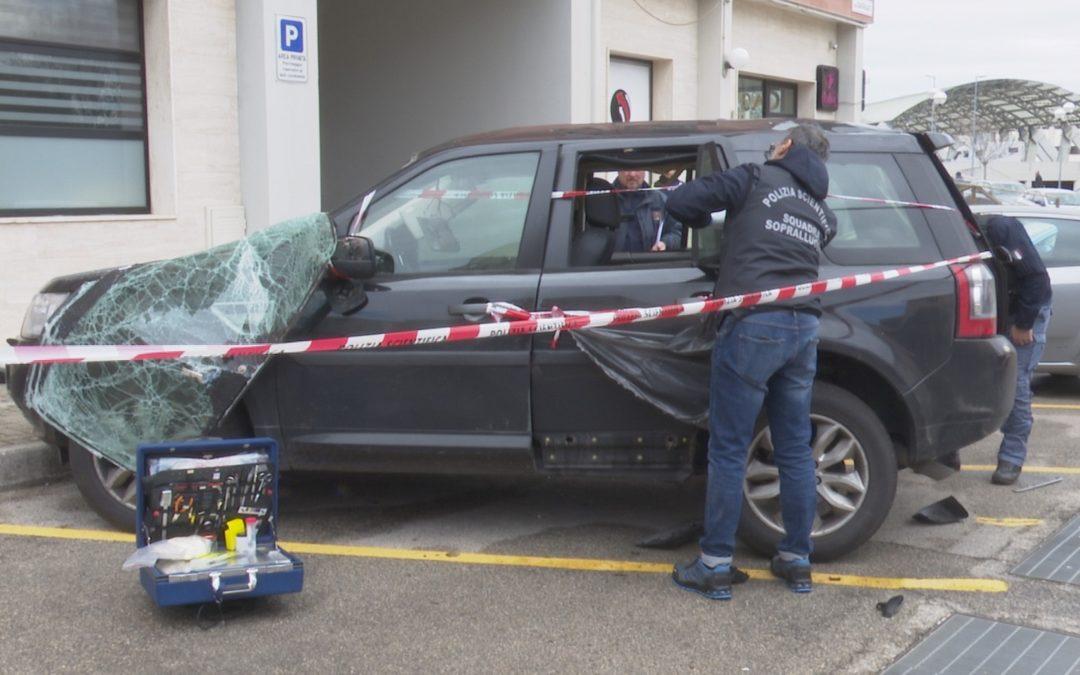 Bomba carta distrugge l'auto del consigliere regionale Cifarelli. Intimidazione all'alba: «Sono sconcertato»