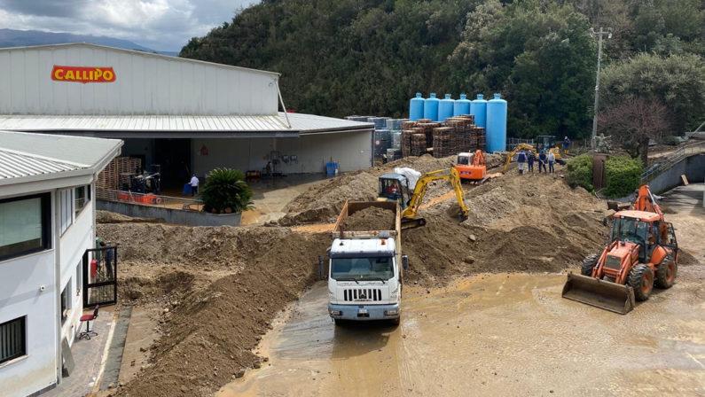 Bomba d'acqua nel Vibonese, iniziata la conta dei danni. Callipo ferma temporaneamente la produzione