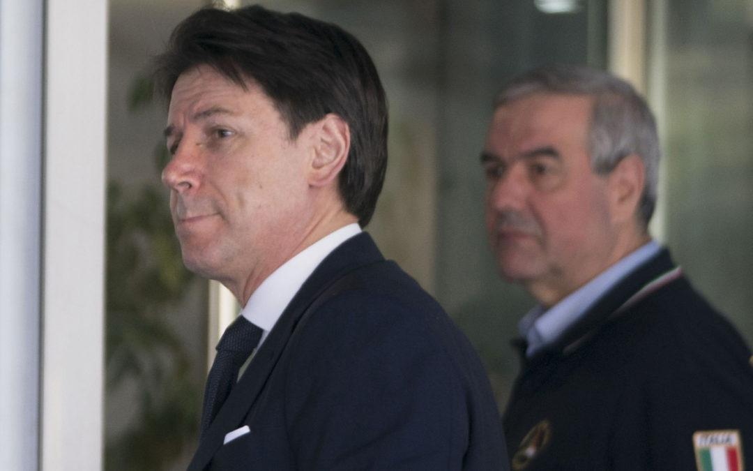 Il presidente del Consiglio Giuseppe Conte e il capo della Protezione civile Angelo Borrelli