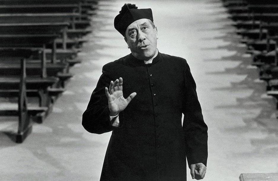 Fernandel nei panni di Don Camillo