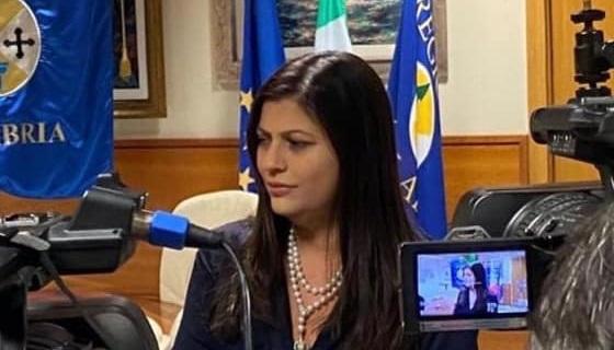 Fase 3, Santelli: «Bene il turismo in Calabria, ma c'è preoccupazione per gli sbarchi di migranti»