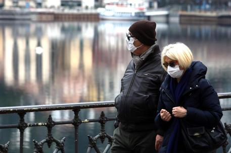 """Coronavirus, anche in Calabria l'obbligo di mascherine per tutti. Ma senza """"aiuti"""" dalla Regione"""