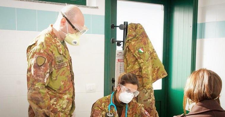 Medici dell'Esercito in servizio durante l'emergenza