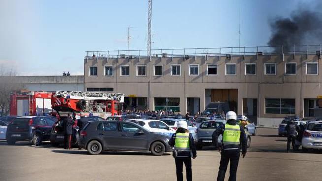 Allarme Coronavirus, la rivolta dei detenuti nelle carceri italiane: 6 morti a Modena