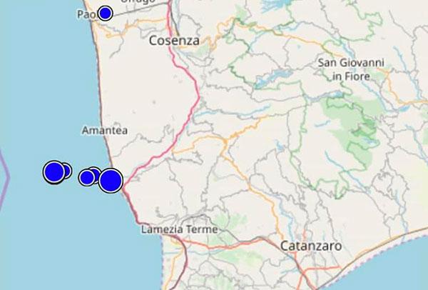 Serie di terremoti tra Catanzarese e Cosentino, il più forte magnitudo 3.9. Panico e gente in strada