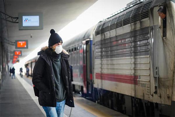 Norme Covid sui treni? Diverse per ricchi e poveri: l'emblema di un Paese con un piede in due ciabatte