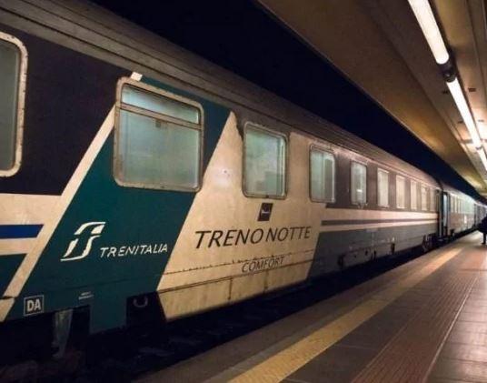 Coronavirus, sul treno Roma-Reggio di domenica sera 9 persone con tosse e febbre. Tutti diretti in Calabria