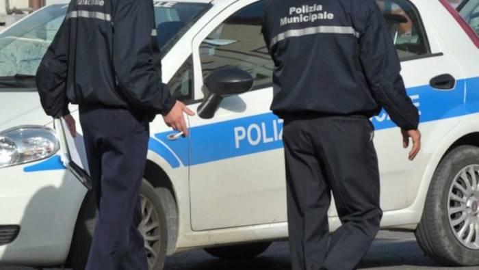 Salerno, semina il panico in via Mauri: fermato