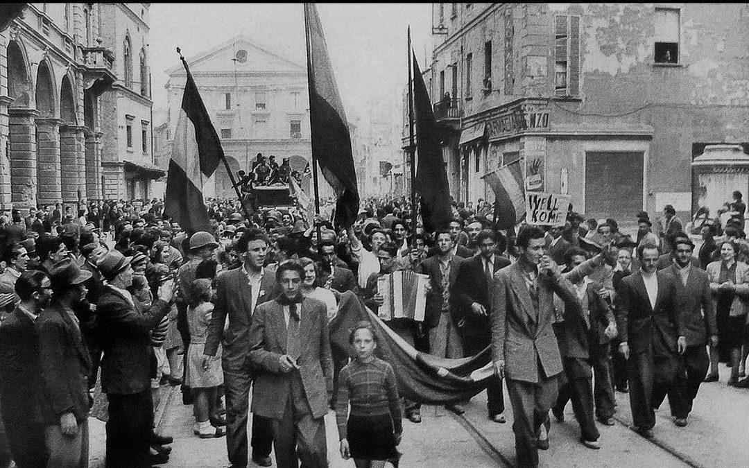 Una foto d'epoca scattata nel giorno della Liberazione