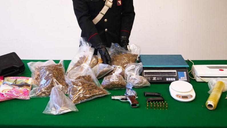 Pistola pronta a fare fuoco e droga nei loro box auto, arrestati zio e nipote