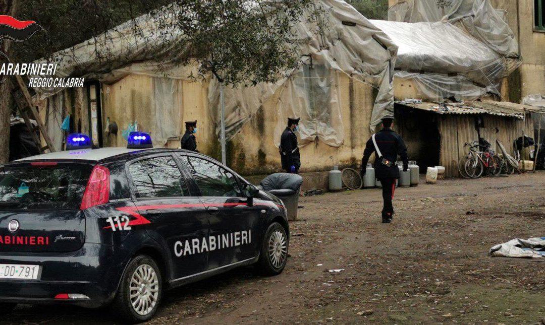 I carabinieri nella baraccopoli di Taurianova