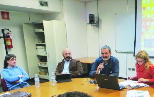 Gianluca Arcopinto (col microfono)  durante la master class all'Unical