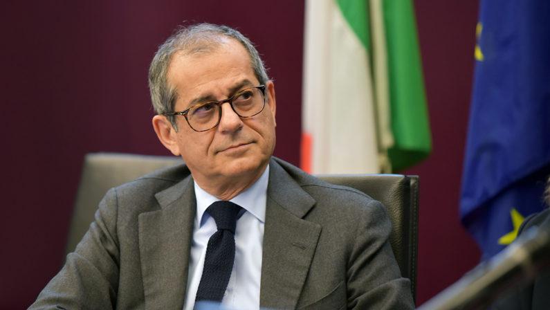 L'ex ministro Giovanni Tria: «È uno shock economico, l'Italia non abbiapaura di fare più debito»