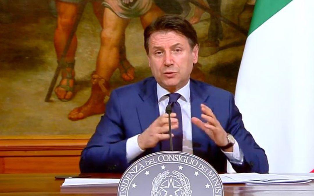 Il premier Giuseppe Conte in conferenza stampa