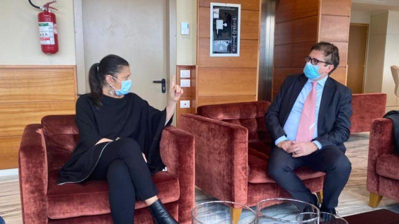 Il viceministro alla Sanità Sileri all'ospedale di Catanzaro: «Sono qui per capire come possiamo migliorare»