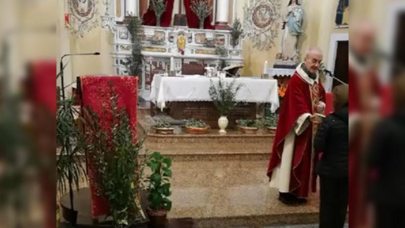 Filaldelfia, dopo la messa con il pubblico arrivano l'ira del sindaco e le spiegazioni del sacerdote