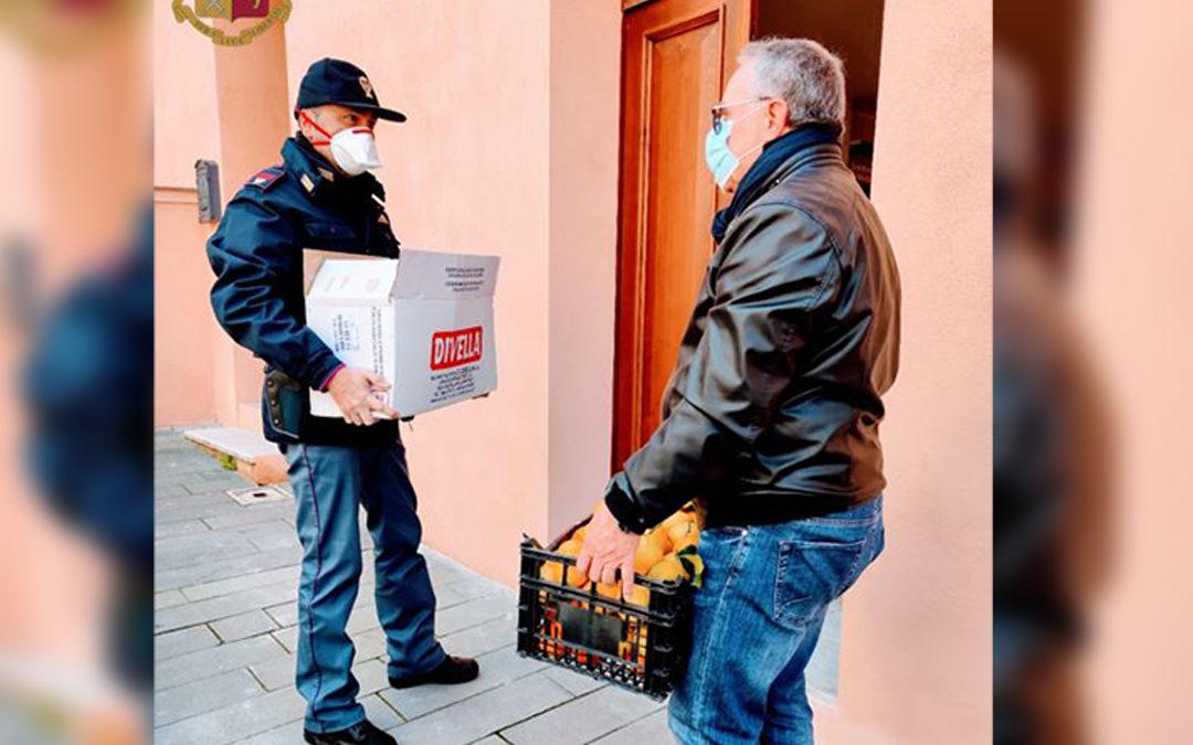 Coronavirus, anziano bloccato in casa con i fratelli chiede aiuto al 113: la Questura di Vibo consegna alimenti a domicilio