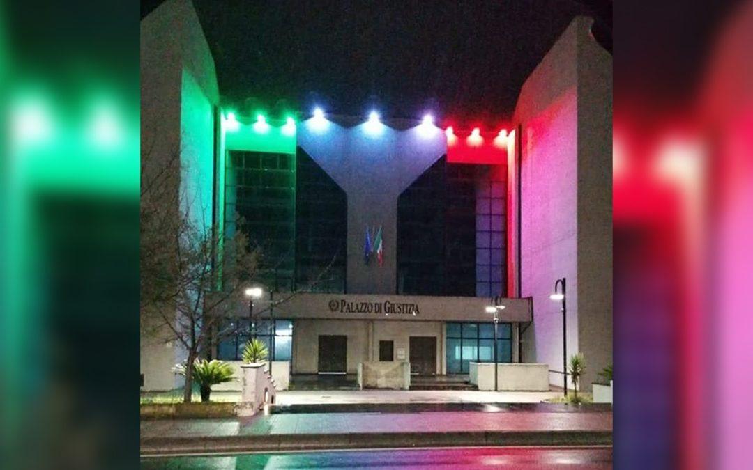 Vibo Valentia, il nuovo palazzo di giustizia illuminato con il tricolore