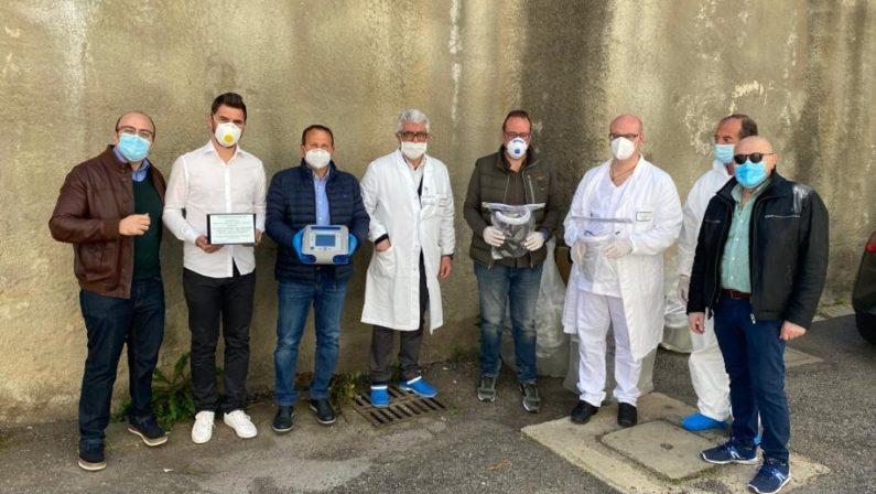 Un ventilatore polmonare e altri presidi medici donati all'ospedale di Cosenza grazie a una raccolta del piccolo borgo di San Vincenzo la Costa