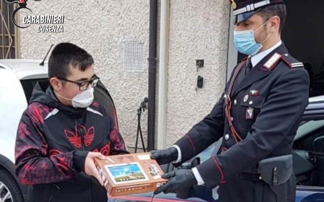 Coronavirus, i carabinieri distribuiscono tablet agli studenti di Rende