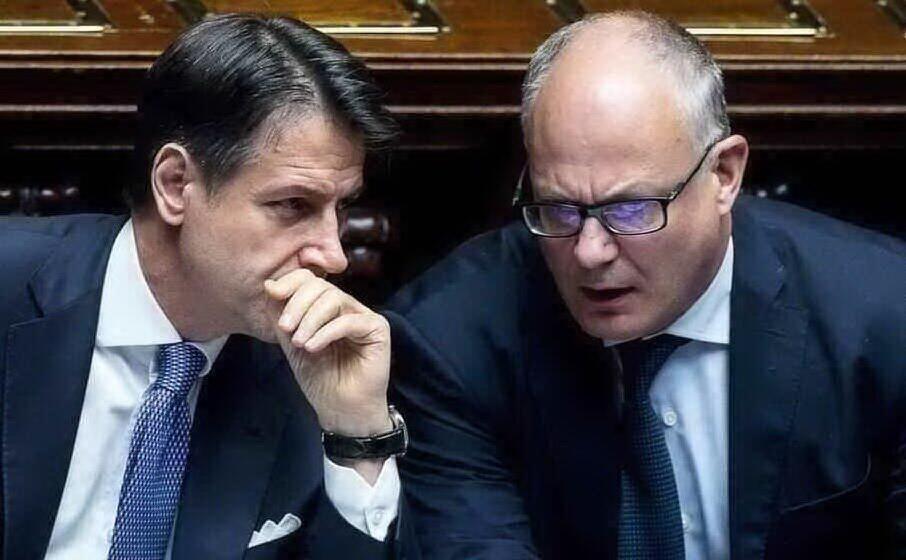 Il presidente del Consiglio Giuseppe Conte col ministro dell'Economia Roberto Gualtieri