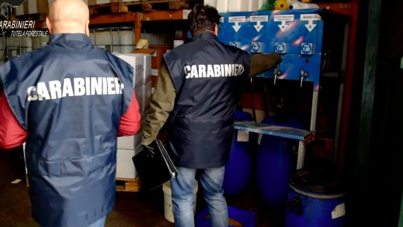 """Ponticelli: Fabbrica di detersivi abusiva con 4 lavoratori """"in nero"""""""