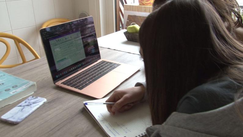 Coronavirus, l'allarme di Save the Children: «Il 20% degli studenti escluso dalla didattica a distanza»