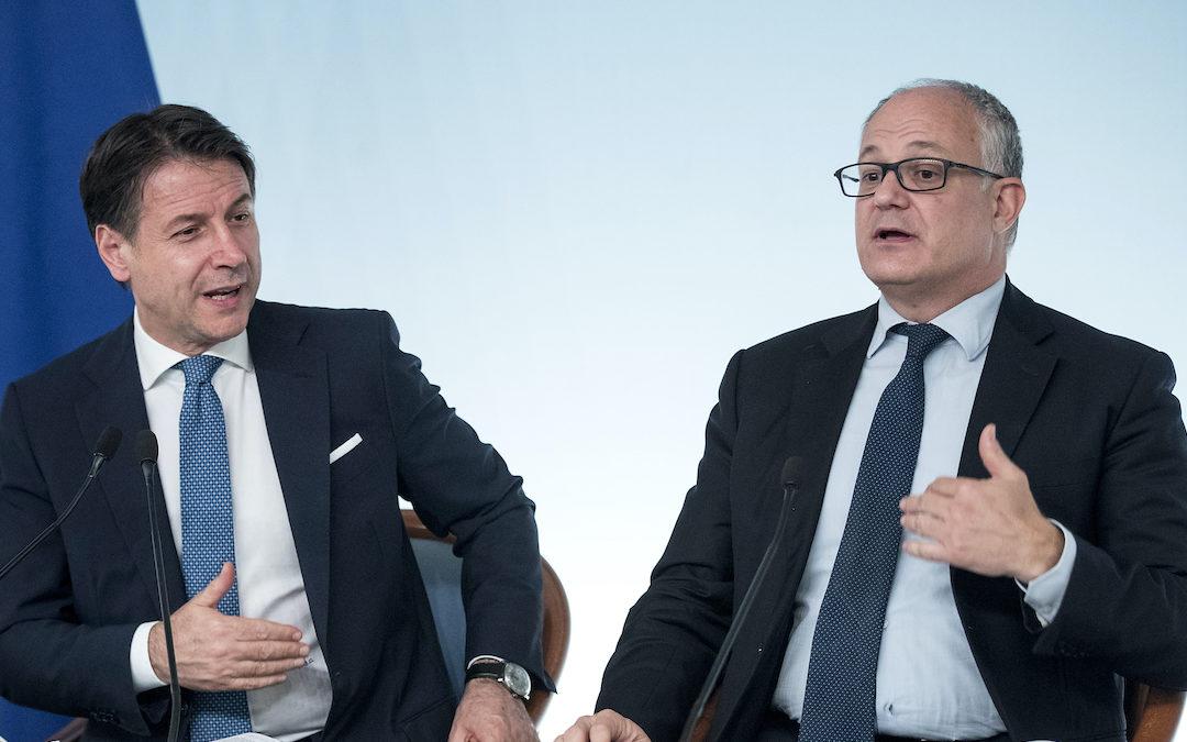 Il premier Conte con il ministro Gualtieri