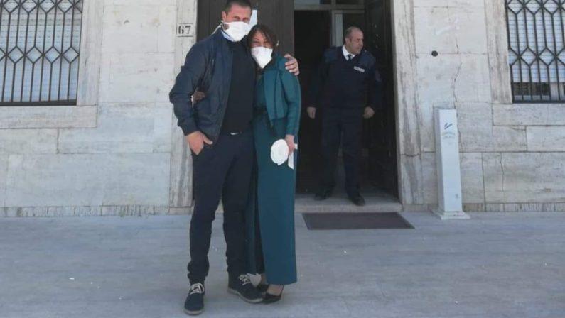 Matrimonio al tempo del coronavirus nel Cosentino: il sindaco lancia il riso dal balcone