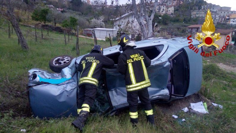 Montefalcione, auto si ribalta, muore incastrato tra le lamiere