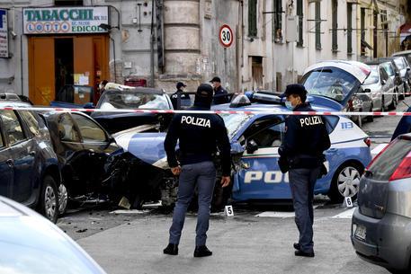 Napoli, poliziotto ucciso nel tentativo di sventare una rapina in banca