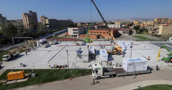 Coronavirus/ Napoli, lavori no stop per costruire l'ospedale-prefabbricato
