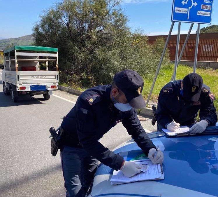 Controlli della polizia per il rispetto delle norme anticovid