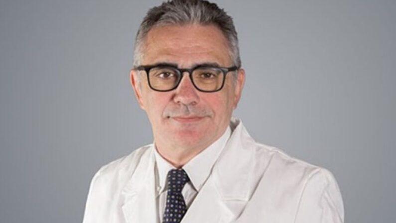 Coronavirus, l'allarme del virologo Pregliasco: «Attenti a igiene barba e baffi»