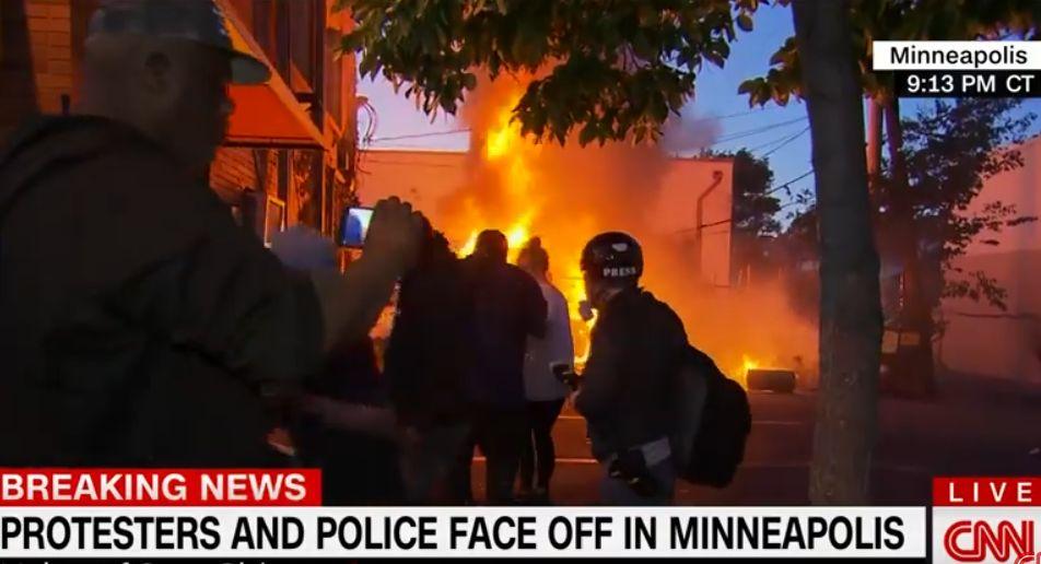 Negli Usa esplode la rabbia per morte George Floyd, proteste e scontri