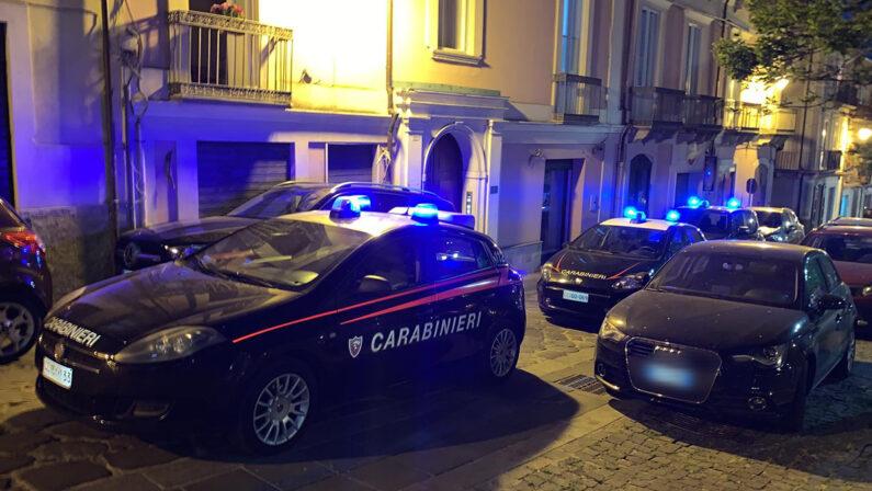 Oltre 60 persone sorprese in un noto locale del Vibonese, sorpresi si danno alla fuga. Multa e chiusura per il lounge bar