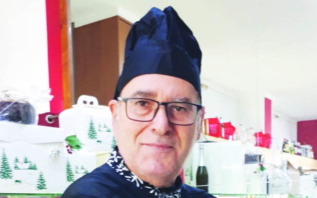 Carlo Lermani nella sua pasticceria