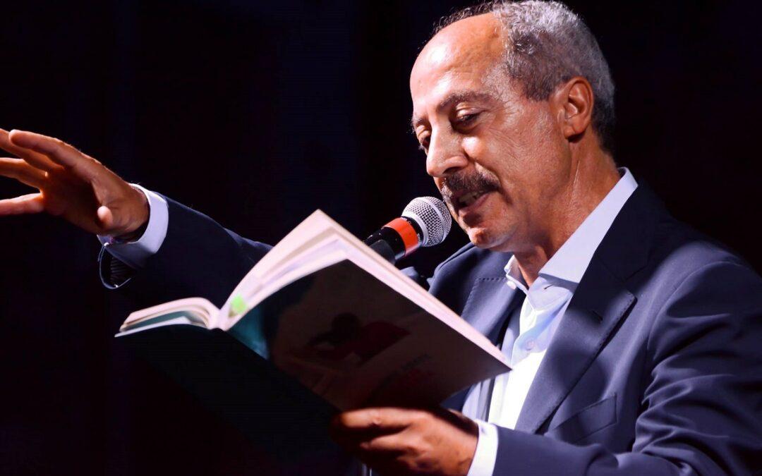 Carmine Abate durante un reading