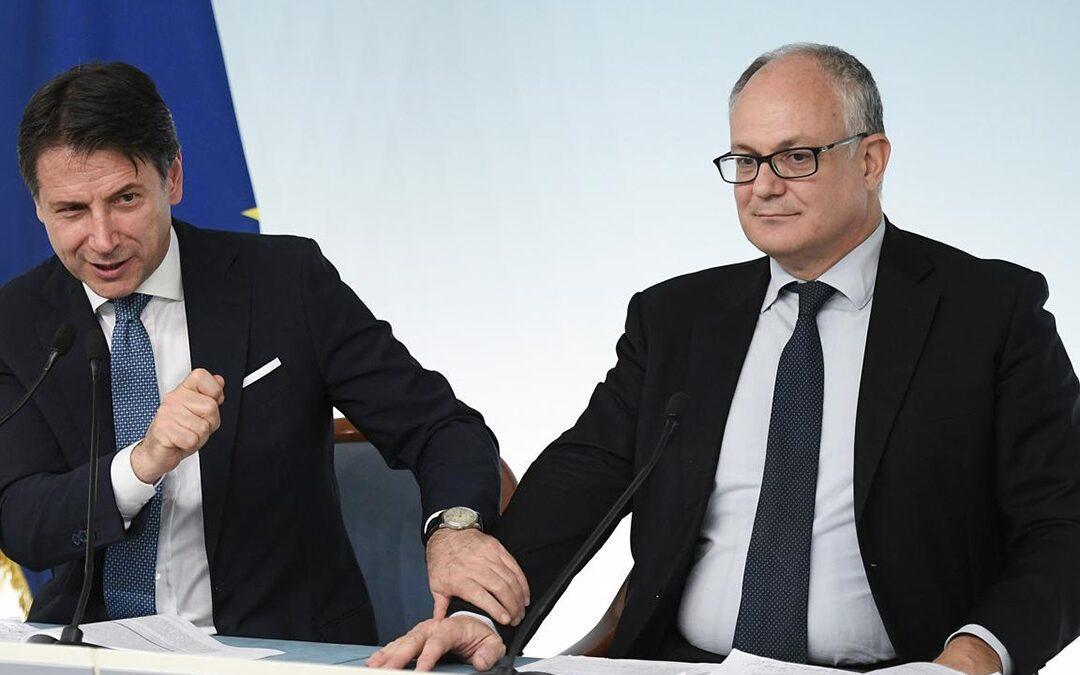 Il presidente del Consiglio Giuseppe Conte e il ministro Roberto Gualtieri