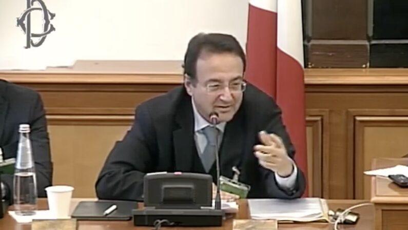 RAZZA PADANA - Il commissario Leogrande e lo strano caso di Alitalia che non muore