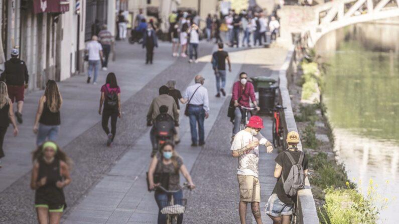 IL CASO - Navigli da zona rossa a zona franca Indisciplinati dello spritz, vergogna milanese