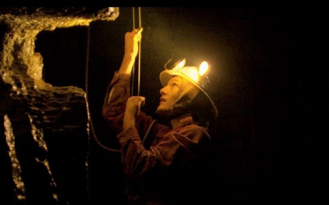 """Un'immagine tratta dal film """"Il buco"""" di Michelangelo Frammartino"""