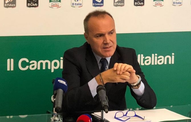 Serie B, le società vogliono tornare a giocare. Crotone e Cosenza con prospettive opposte