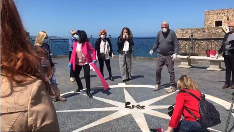 «Certezze sulla riapertura», a Pizzo esplode la protesta di parrucchieri ed estetiste