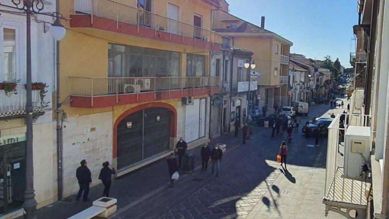 Coronavirus, a Vibo troppa gente in giro il sindaco minaccia restrizioni. Anche a Pizzo presenze eccessive in strada